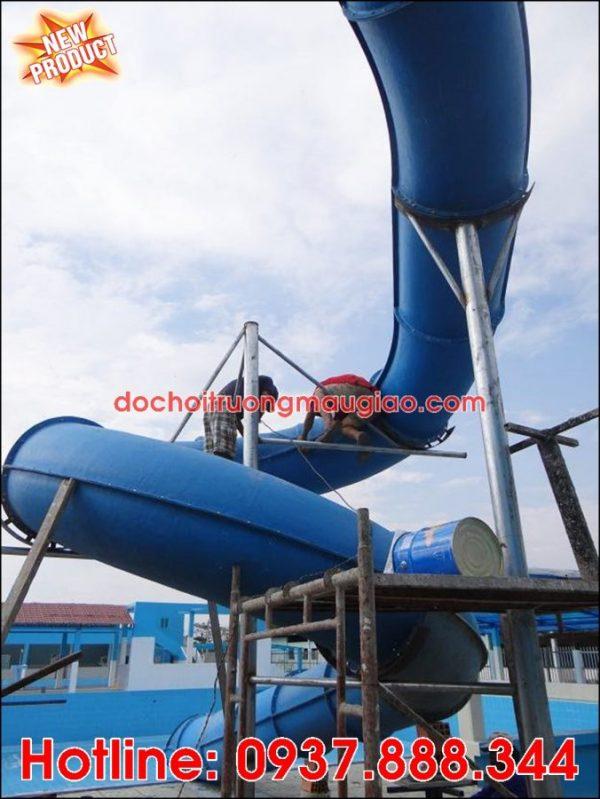 Hình ảnh ống trượt nước đang được xây dựng cho công viên nước chất lượng, giá rẻ