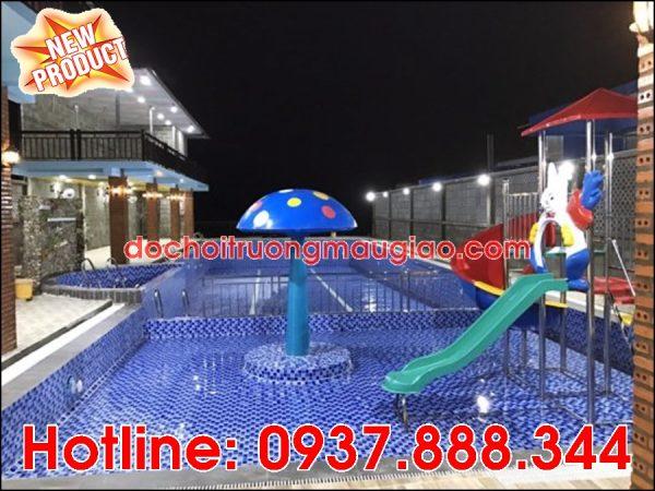 Hình ảnh đài phun nước hình nấm và cầu tuột ngộ nghĩnh trang trí đẹp cho hồ bơi với giá rẻ tại HCM