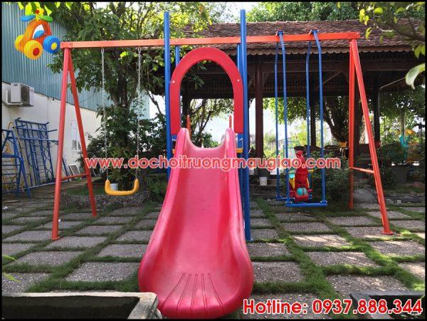 Cầu trượt hồng đẹp và an toàn dành cho bé
