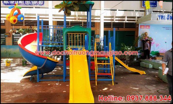 Cầu trượt vàng thiết kế an toàn và đẹp dành cho trẻ