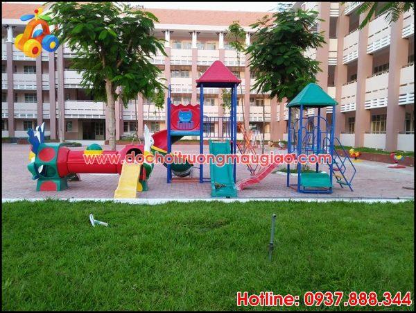 Hình ảnh cầu trượt nhiều màu và nhiều kiểu dáng dành cho trẻ tại trường học
