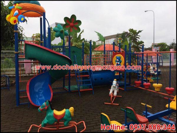 Cầu trượt và các đồ chơi mầm non dành cho trẻ tại HCM