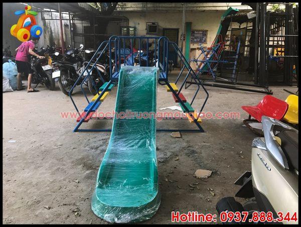 Cầu tuột trẻ em được sản xuất tại cơ sở đồ chơi mầm non Vân Anh