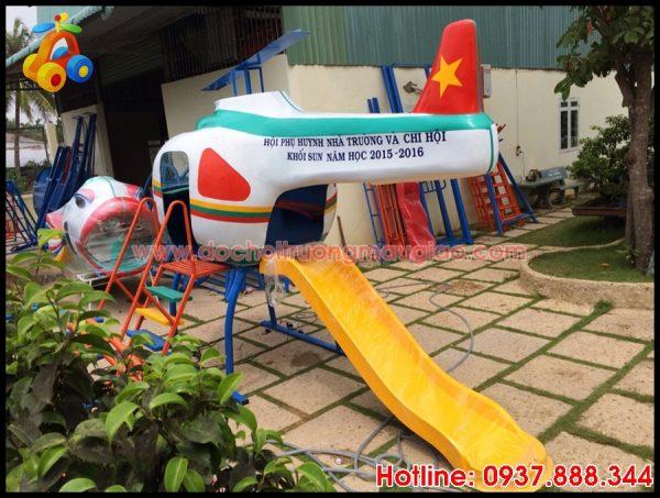 Cầu trượt với thiết kế hình máy bay dành cho trẻ nhỏ được sản xuất tại cơ sở đồ chơi mầm non Vân Anh