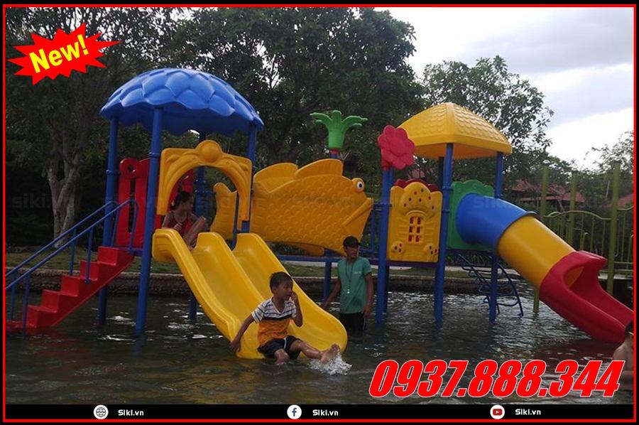 Sử dụng cầu trượt hồ bơi mầm non loại nào an toàn nhất cho bé?