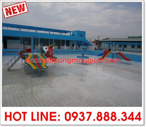 Các cầu trượt bể bơi đang được thi công lắp đặt bởi cty Vân Anh