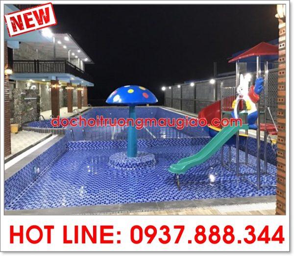 Cầu trượt bể bơi và nấm phun nước màu xanh trang trí đẹp tại HCM