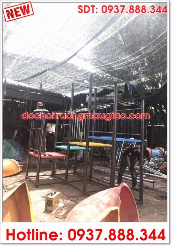 Xưởng sản xuất cầu tuột của Cty Vân Anh