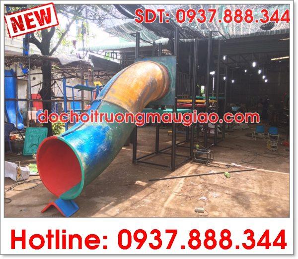Cầu trượt ống được sản xuất tại công ty đồ chơi mầm non Vân Anh