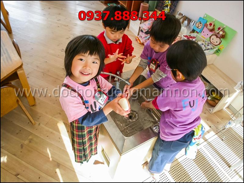 Trẻ hiếu động và hoạt bát